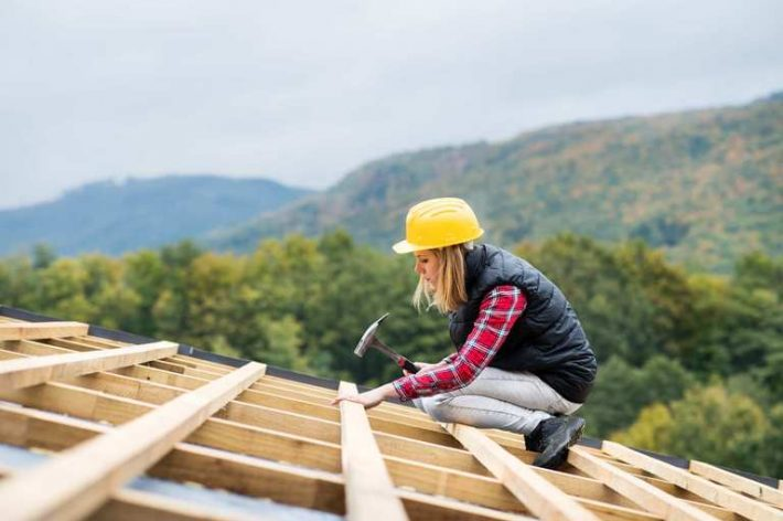 young-woman-worker-on-the-construction-site-P86D7M4.jpg